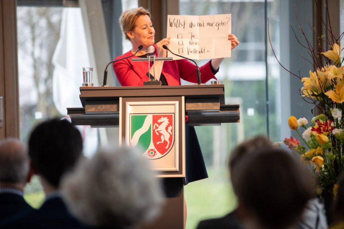 Familienministerin Dr. Franziska Giffey bei ihrem Grußwort auf dem Symposium der Kulturfördervereine in Deutschland, Vorstellung des DAKU © DAKU / Yehuda Swed, SeeSaw Agency